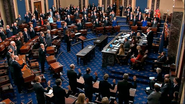 سناتور آمریکایی به شدت قانونی بودن دادگاه استیضاح ترامپ را به چالش می کشد - 1