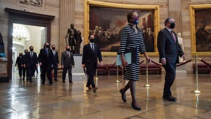 مجلس نمایندگان بند استیضاح آقای ترامپ را به مجلس سنا منتقل کرد - 1
