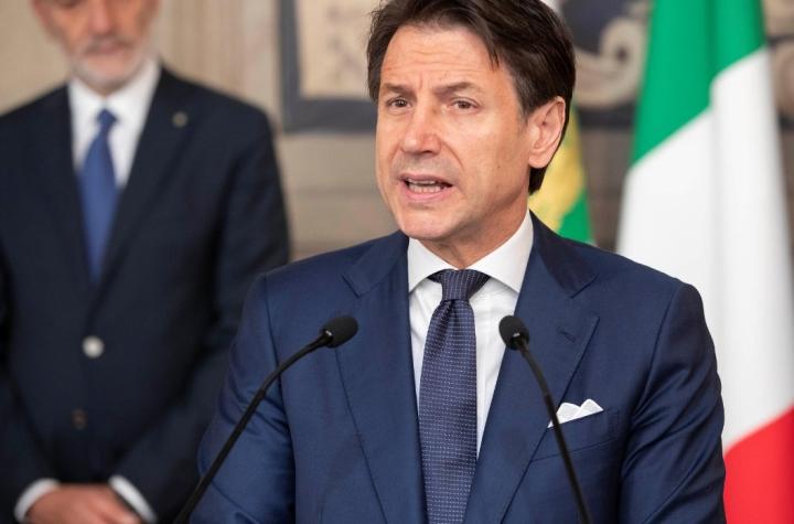 نخست وزیر ایتالیا جوزپه کنته استعفا داد - 1