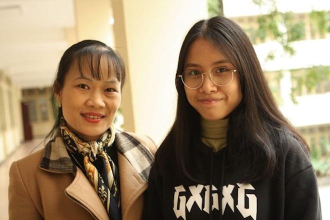 Cô giáo Vũ Thị Hạnh (trái) và Nguyễn Thị Thu Nga (phải).