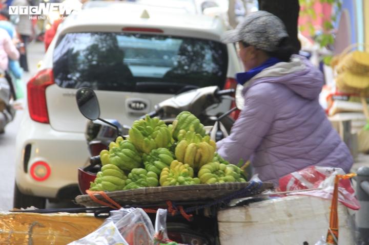 Người Hà Nội tất bật mua sắm đồ lễ cúng rằm cuối cùng của năm Canh Tý - 11