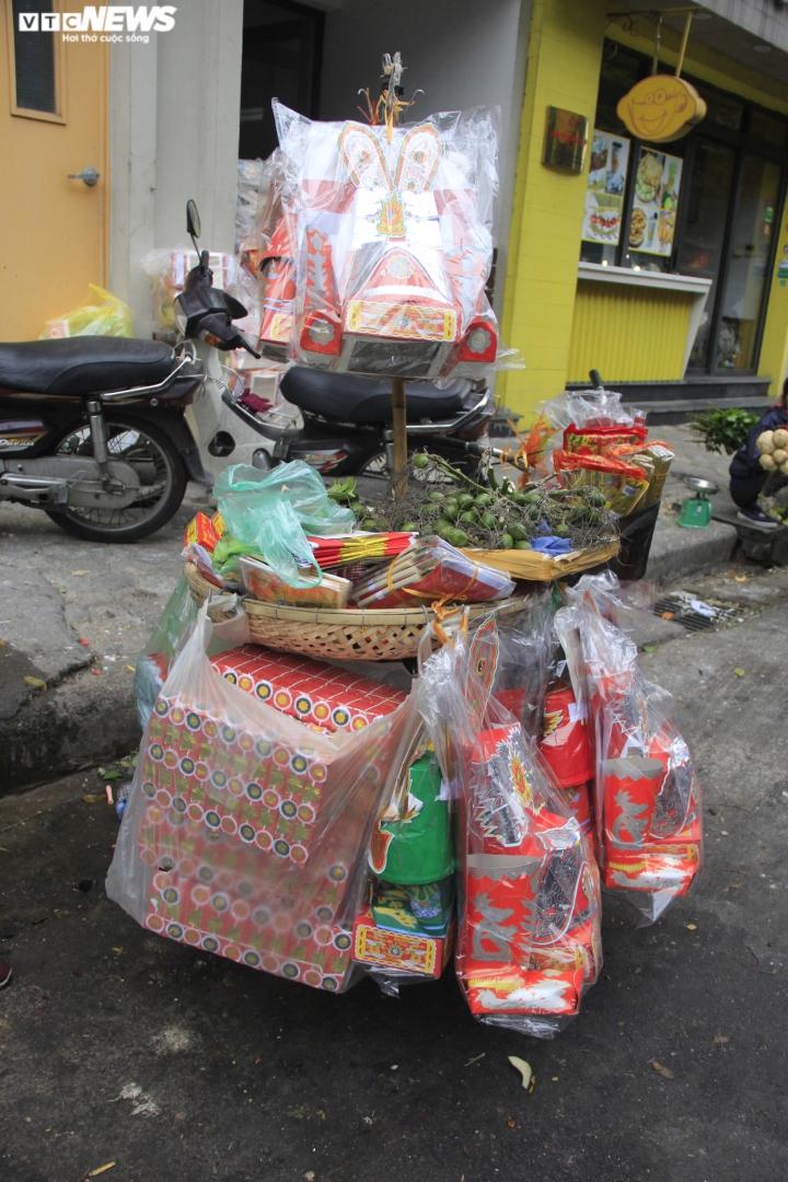 Người Hà Nội tất bật mua sắm đồ lễ cúng rằm cuối cùng của năm Canh Tý - 5