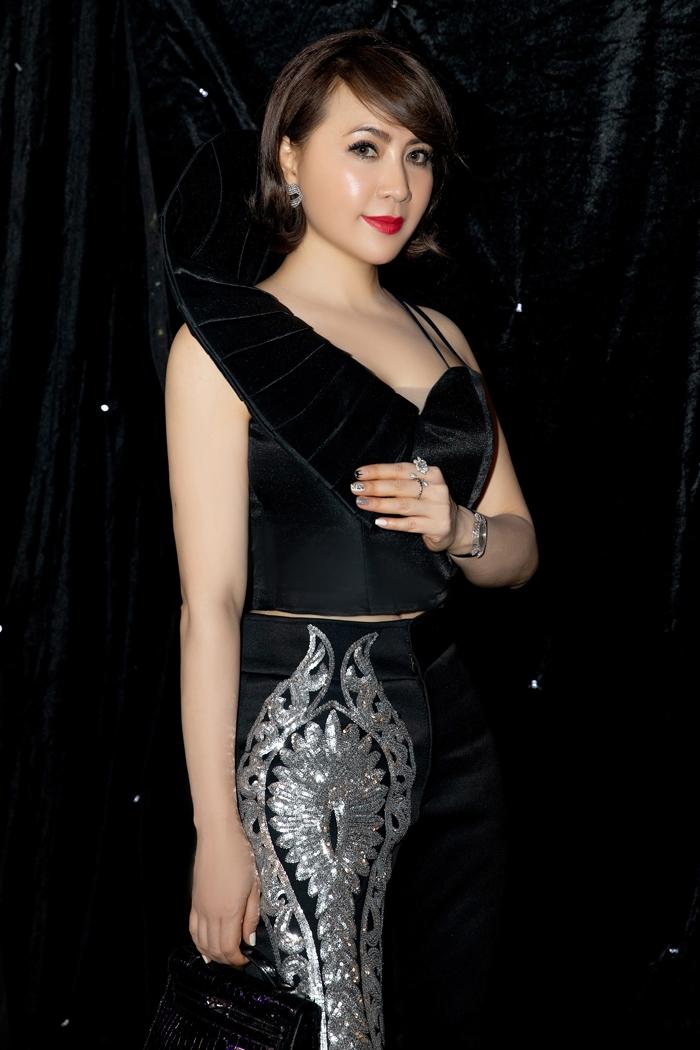 Hoa hậu Hương Giang 'đốt mắt' fan bằng thiết kế của Tuyết Lê - 4