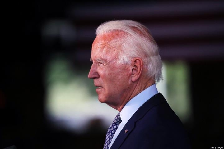 رئیس جمهور ایالات متحده مجموعه ای از فرامین را برای مقابله با تغییرات آب و هوایی امضا می کند - 1