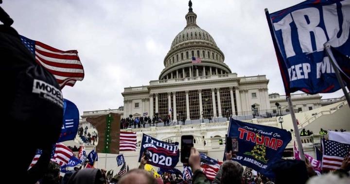 بیش از 30،000 رای دهنده آمریکایی به طور ناگهانی از حزب جمهوری خواه خارج شدند - 1