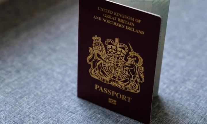 چین شناخت گذرنامه های انگلیس را که برای ساکنان هنگ کنگ صادر شده است متوقف کرده است - 1