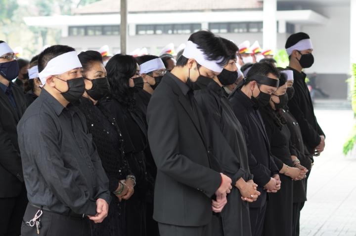 Gia đình và đồng nghiệp tiễn biệt NSND Trung Kiên - 1