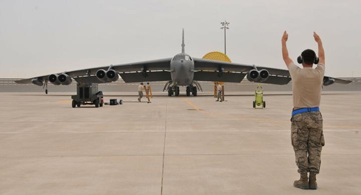 بمب افکن B-52 به عنوان