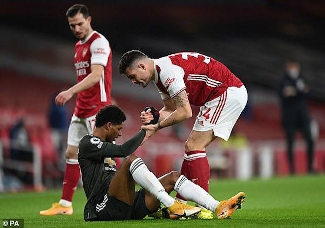 Kết quả Ngoại hạng Anh: Hòa Arsenal, Man Utd lỡ cơ hội bám đuổi Man City - 2