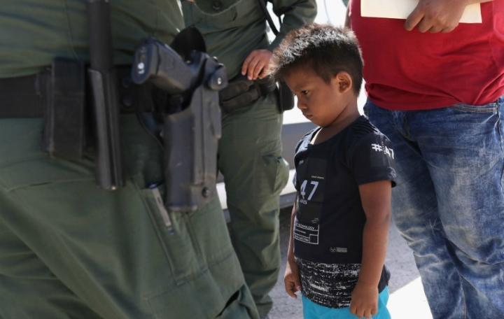 دادگاه های ایالات متحده مانع سیاست ترامپ در اخراج کودکان مهاجر می شوند - 1