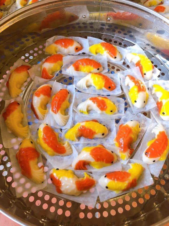 Xôi, bánh cá chép hút khách dịp Tết ông Công ông Táo - 1