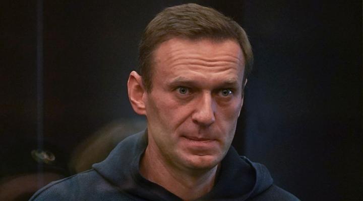 ناوالنی در دادگاه حاضر شد و تقریباً به 3 سال زندان محکوم شد - 1