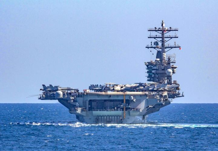 ناوهای هواپیمابر آمریکایی به دریای شرقی نزدیک می شوند - 1