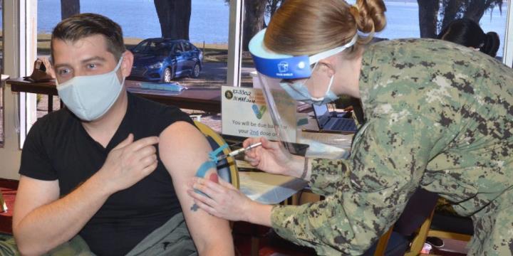 ایالات متحده بیش از 1000 سرباز برای کمک به مردم در واکسیناسیون COVID-19-1 اعزام کرده است
