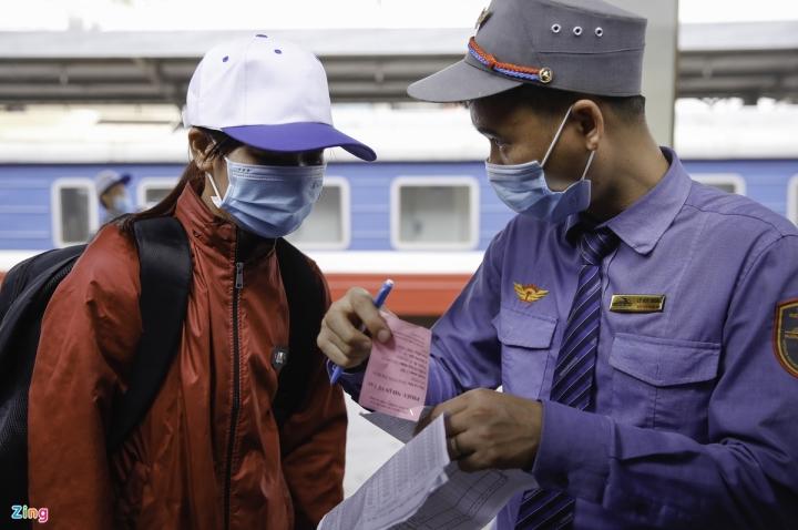 Chuyến tàu đặc biệt chở công nhân về quê đón Tết - 8