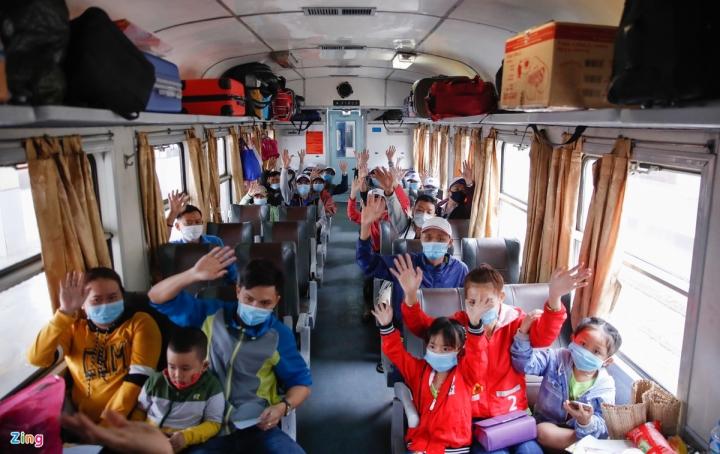 Chuyến tàu đặc biệt chở công nhân về quê đón Tết - 9