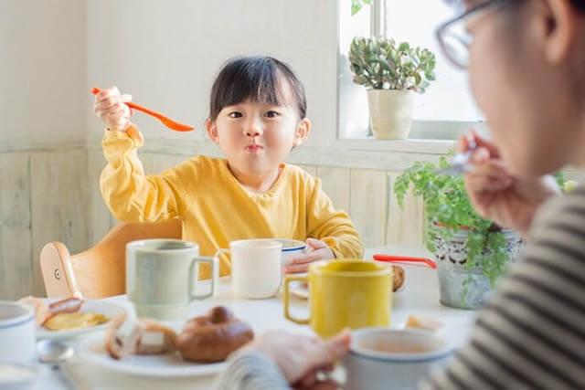 Ngày Tết, không nên cho trẻ ăn những thực phẩm gì? - 1
