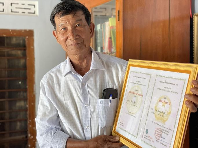 Lão nông 74 tuổi quyết tâm lấy bằng tiến sĩ - 1