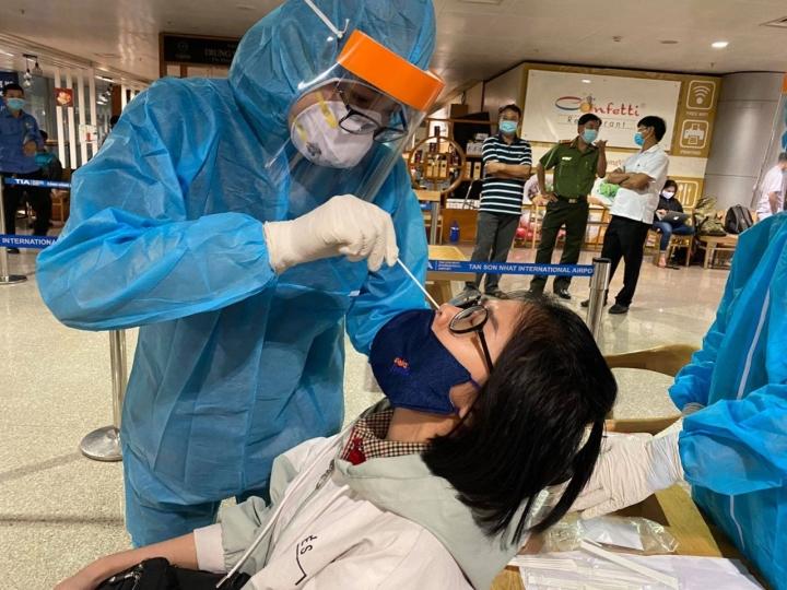 TP.HCM kiểm soát được chuỗi lây nhiễm liên quan sân bay Tân Sơn Nhất - 1