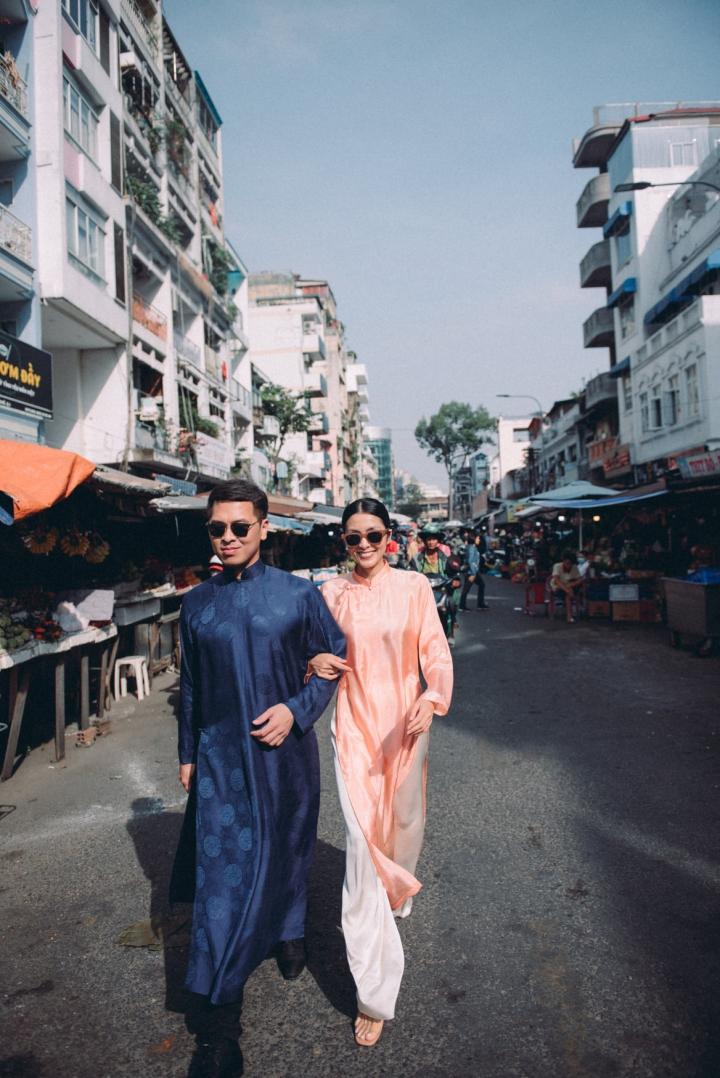 Tăng Thanh Hà diện áo dài sánh bước cùng người mẫu Quang Tuyến - 1