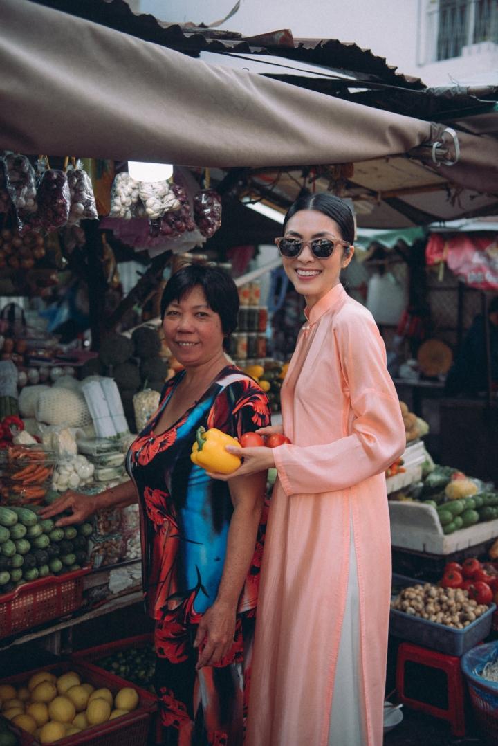 Tăng Thanh Hà diện áo dài sánh bước cùng người mẫu Quang Tuyến - 7