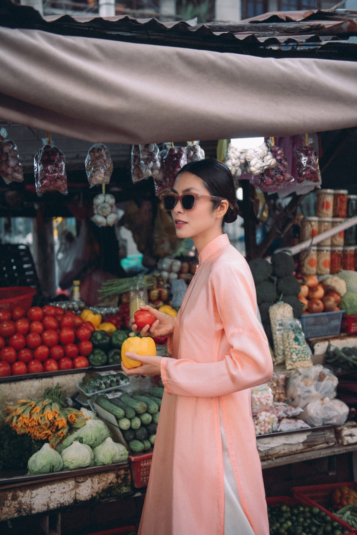 Tăng Thanh Hà diện áo dài sánh bước cùng người mẫu Quang Tuyến - 9