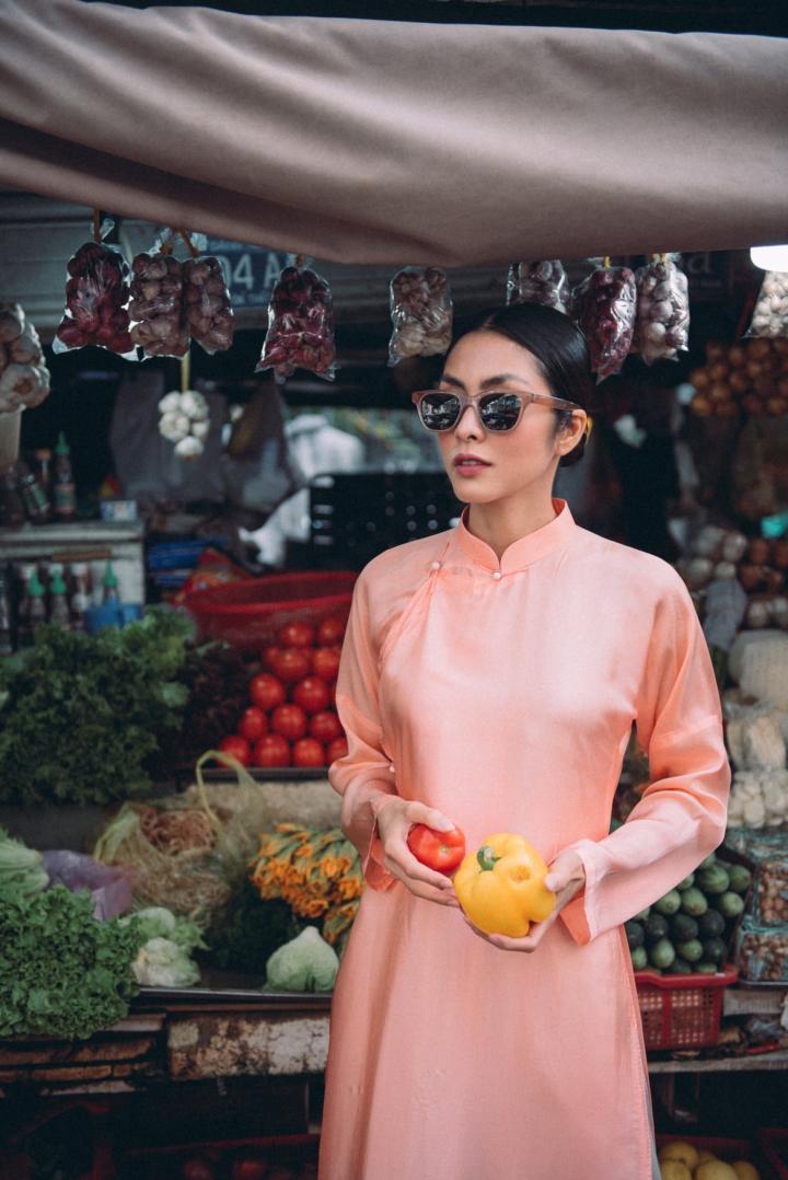 Tăng Thanh Hà diện áo dài sánh bước cùng người mẫu Quang Tuyến - 8