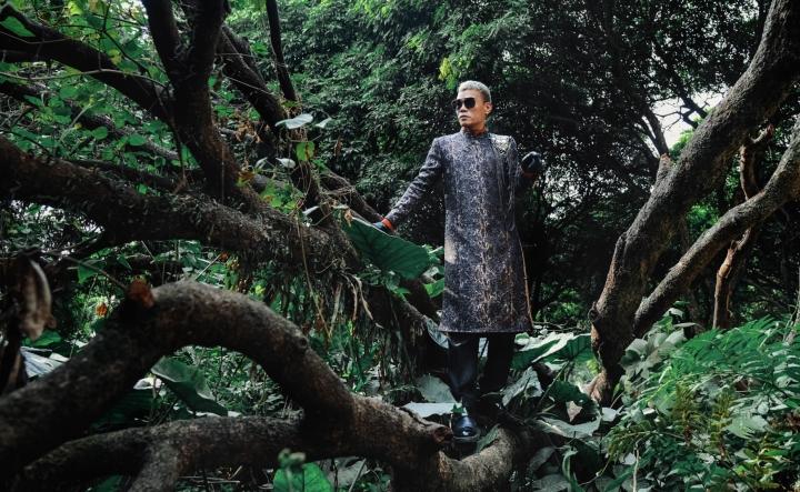 Ngắm bộ sưu tập áo dài veston tinh tế của NTK Tiến Lợi  - 2