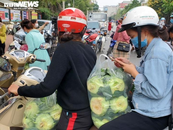 Người Bắc Ninh 'giải cứu' 5,5 tấn nông sản Hải Dương chỉ trong 1 giờ - 8