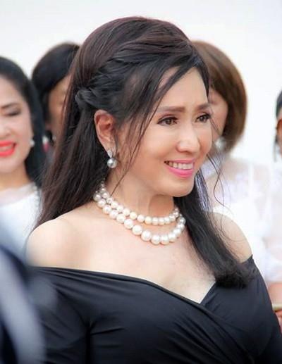 Tuổi U80, Hoa hậu Hoàn vũ Thái Lan vẫn trẻ đẹp không tin nổi - 6