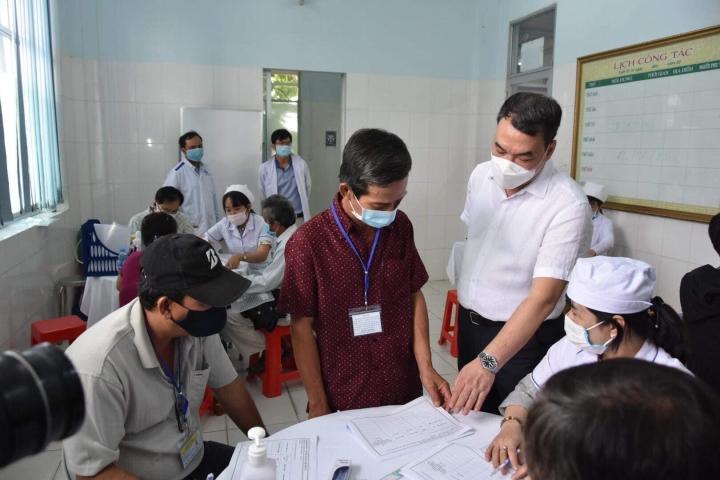 Gần 40 tình nguyện viên thử nghiệm vaccine Nanocovax giai đoạn 2 tại Long An