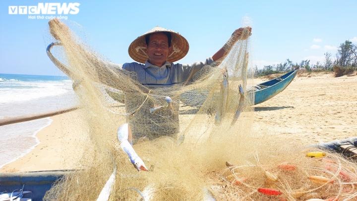 Ảnh: Vươn khơi trúng đậm cá hố, ngư dân Quảng Nam thu bạc triệu mỗi ngày - 8