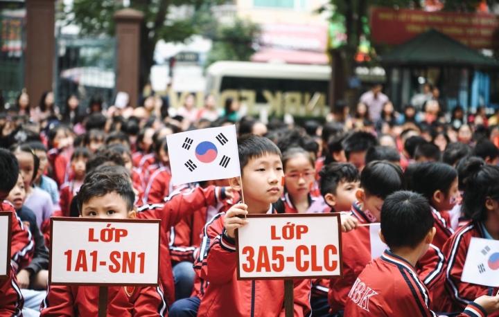Vì sao Bộ GD&ĐT thí điểm dạy tiếng Hàn và tiếng Đức từ lớp 3 đến lớp 12?