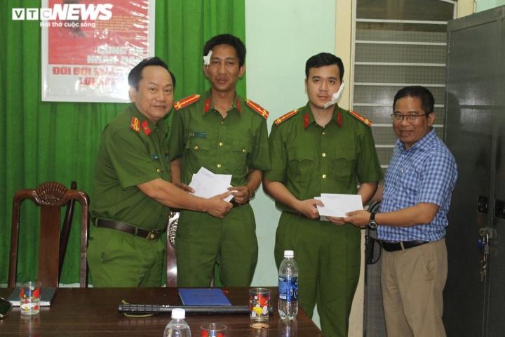 Ngăn chặn kẻ dọa giết người, 2 chiến sĩ công an ở Đà Nẵng bị chém - 1