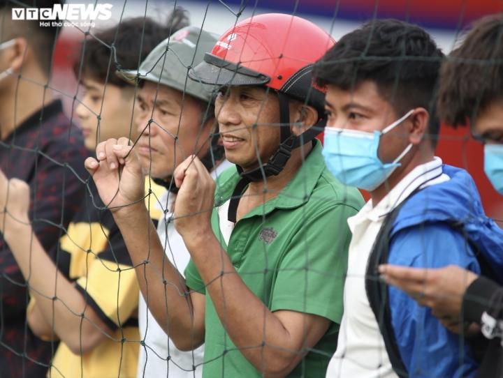 Cổ động viên Hà Tĩnh kéo đến kín sân xem Công Phượng, Văn Toàn tập luyện - 5