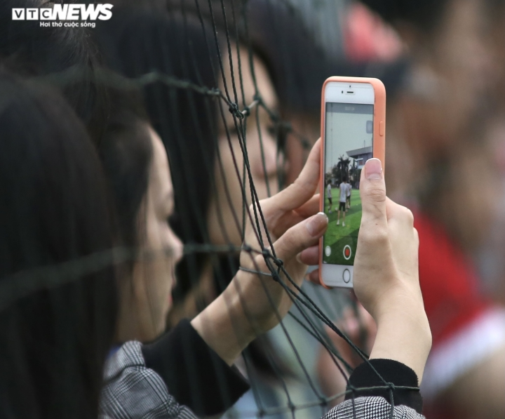 Cổ động viên Hà Tĩnh kéo đến kín sân xem Công Phượng, Văn Toàn tập luyện - 14