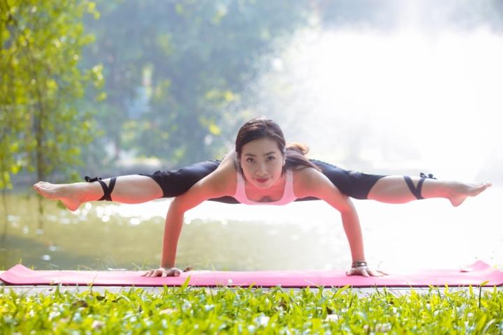 Tiết lộ bí quyết giữ vóc dáng gợi cảm của  HLV yoga Trần Lan Anh - 2