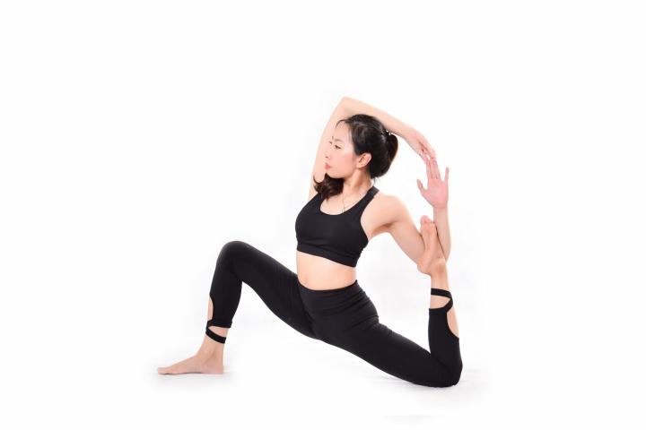 Tiết lộ bí quyết giữ vóc dáng gợi cảm của  HLV yoga Trần Lan Anh - 4