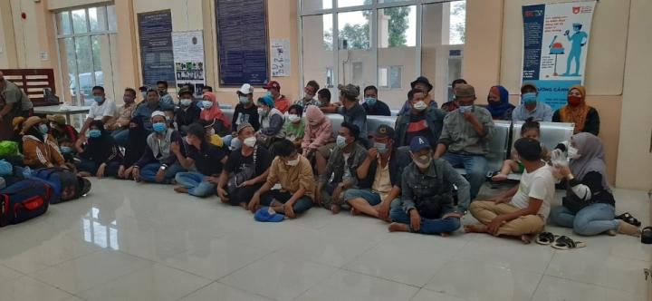 Cách ly tập trung 61 người từ Campuchia về An Giang - 1