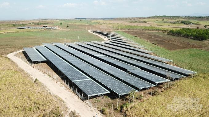Trong cơn lốc điện mặt trời: Ra ngõ đụng tấm pin mặt trời - 2