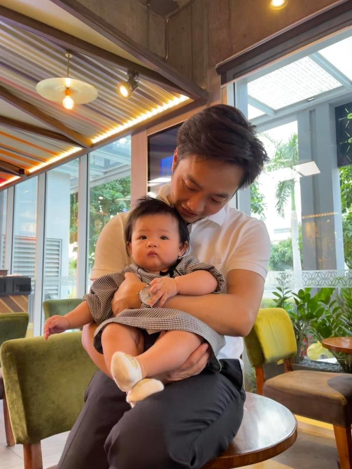 Loạt quà siêu xa xỉ mà Cường 'Đô La' và Đàm Thu Trang tặng con gái nhỏ - 9