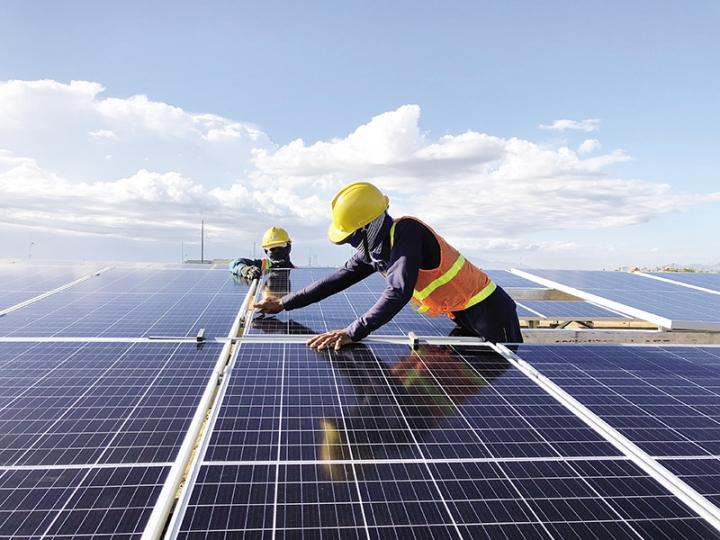 Cơn lốc điện mặt trời: Nghịch lý thừa điện quá nhiều, phải ngắt thường xuyên - 1