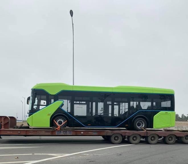 Xuất hiện trên đường phố, xe buýt điện VinFast sắp hoạt động ở Hà Nội? - 3