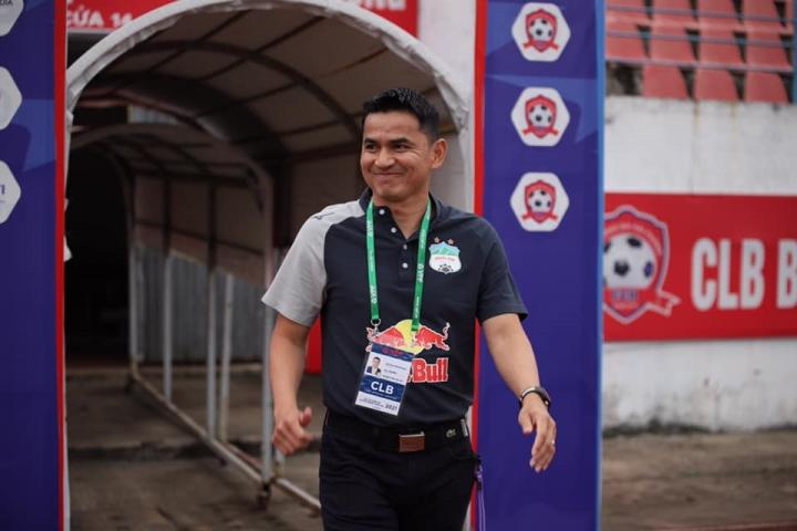 HLV Kiatisak: 'HAGL thắng may mắn Nam Định' - 1