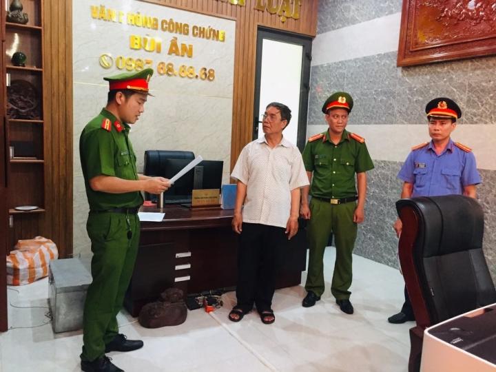 Giám đốc lừa đảo, chiếm đoạt 24 tỷ đồng ở Quảng Nam: Bắt giam công chứng viên - 1