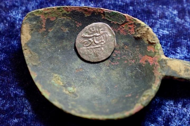 Đồng xu Ả-rập tìm thấy ở Mỹ tiết lộ bí mật về toán cướp biển khét tiếng - 1