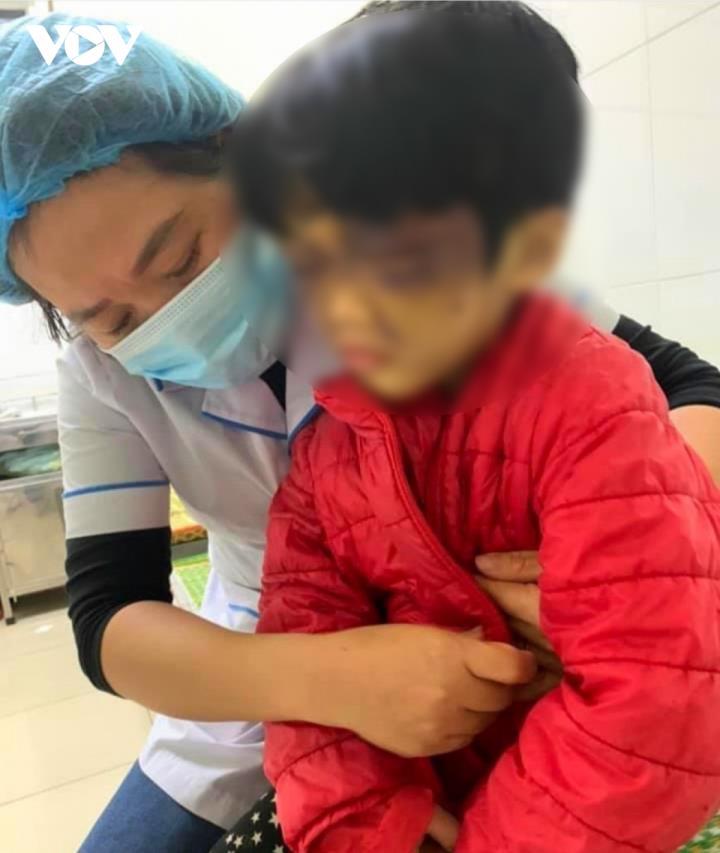 Khởi tố người mẹ hành hạ dã man con gái ruột ở Hải Dương - 1