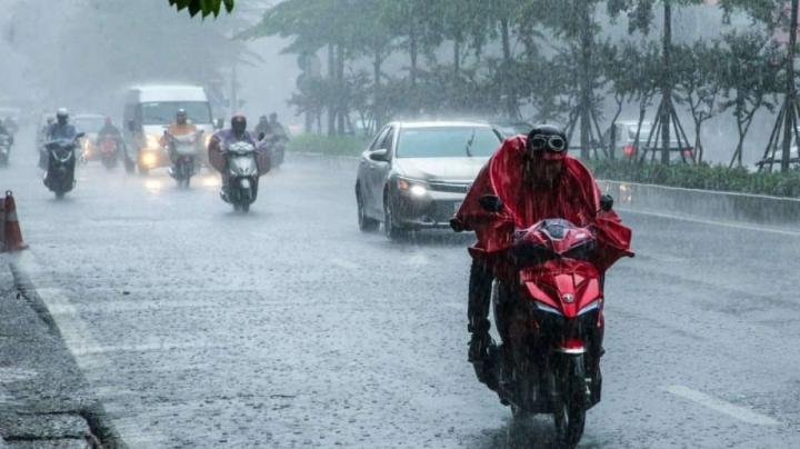 Bắc Bộ mưa to, nguy cơ mưa đá, lốc sét, sạt lở nhiều nơi - 1