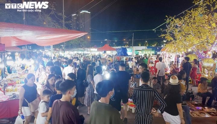 Du lịch hồi sinh, chợ đêm lớn nhất Đà Nẵng 'thức giấc' - 2