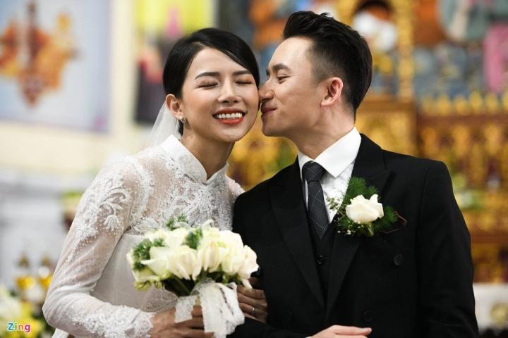 Vợ Phan Mạnh Quỳnh rạng ngời hạnh phúc trong Thánh lễ hôn phối